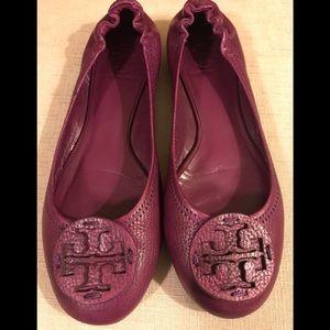 Beautiful Tory Burch Plum Leather Signature Flats.